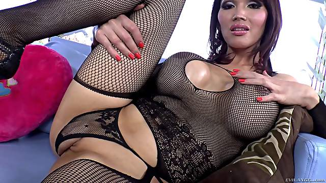 Juicy Eva Lin And Venus Lux Go Hardcore In A Reality Video