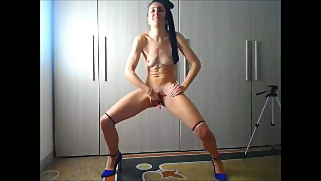 Romanian camslut extreme shaking and squirting orgasm