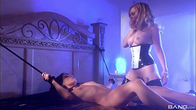 Lesbian BDSM and a slave role is amazing experience for Rebecca Linares