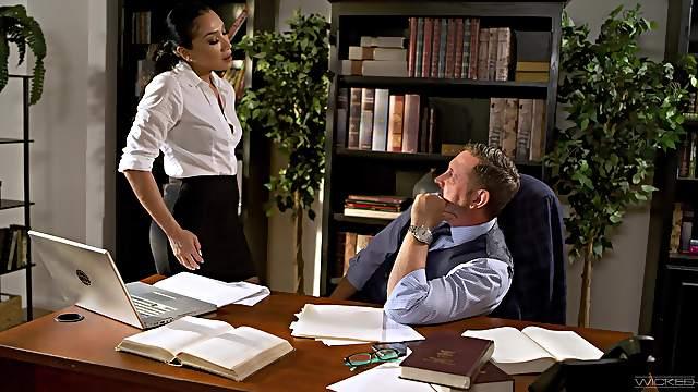Fucking on the office table with mesmerizing secretary Vicki Chase