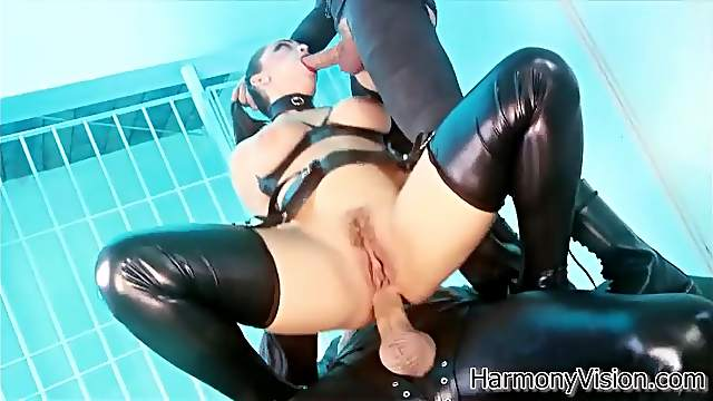 Leather fetish threesome with a hot anal babe