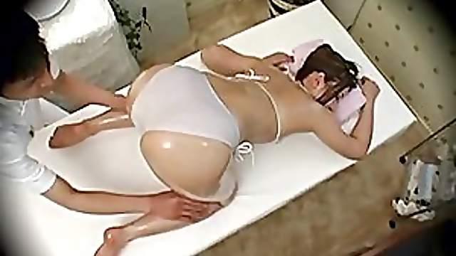 Voyeur Cam Films Babe Getting An Oily Massage