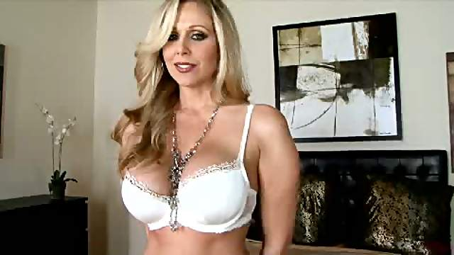 Blonde MILF Julia Ann Stretching Her Pussy With a Sex Toy