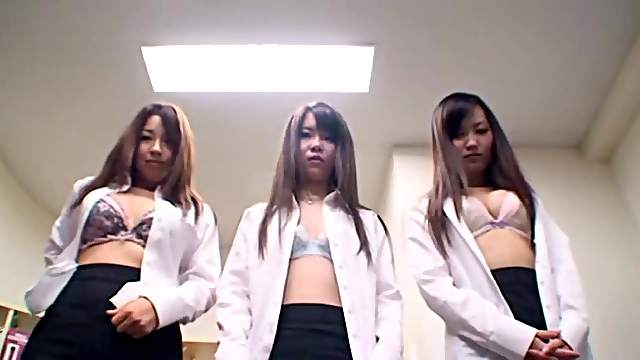 Japanese maiden showcasing her nice ass in reality office shoot