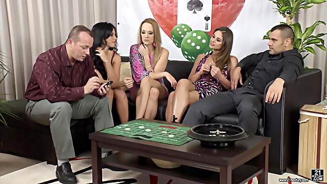 Bethina Dilapri joins her friends for a great orgy session