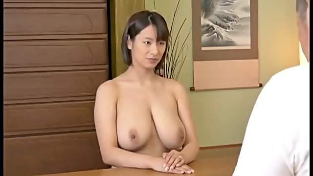 Die vollbusige Jap-Süße Miharu Kai ist begierig darauf, zu gefallen und Sperma in sich aufzunehmen