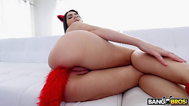 Double penetration threesome with provocative Valentina Nappi