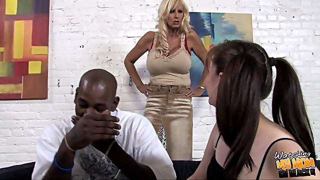 Cougar & amateur babe in hardcore fornication during FFM interracial threesome
