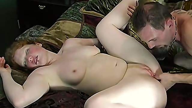 Amateur chubby wife spreads her legs for a nice morning sex