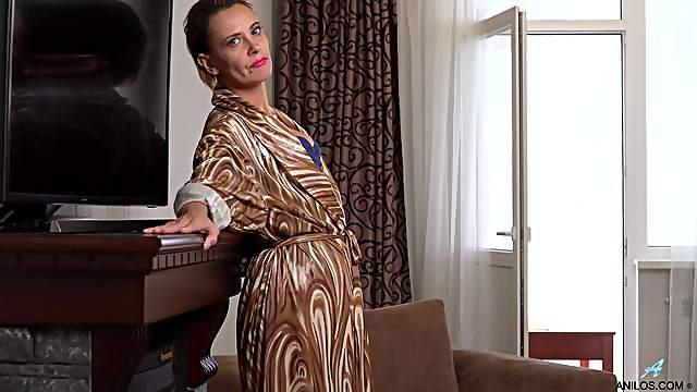 Elegant mature strips and masturbates for the cam