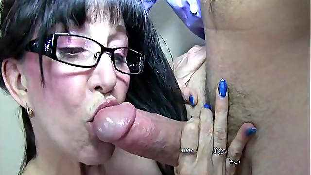 Mature milf gives a hot sloppy blowjob