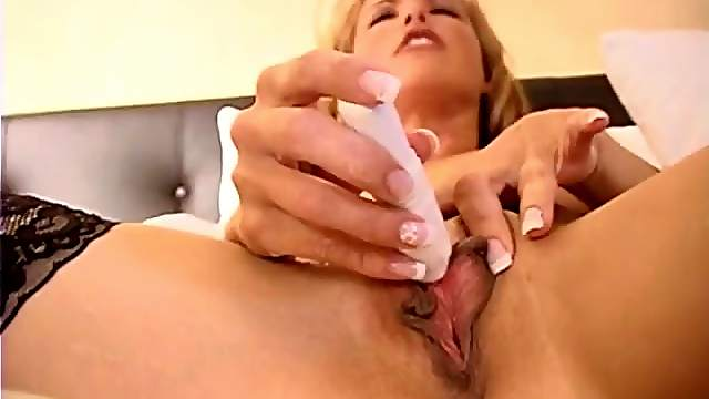 Milf pussy looks incredible in close up