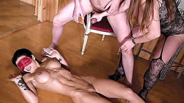 Insa e cuckold extreme with a horny couple