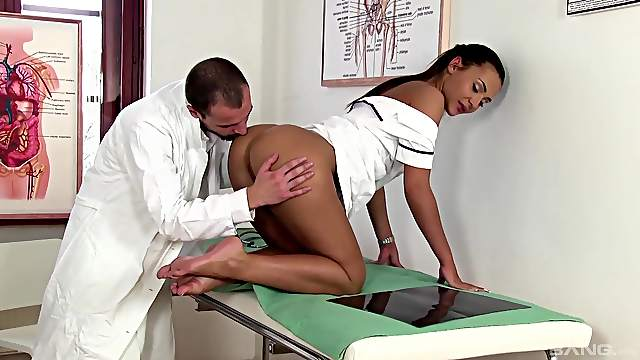 Nice scenes when the nurse bends ass for the doctor