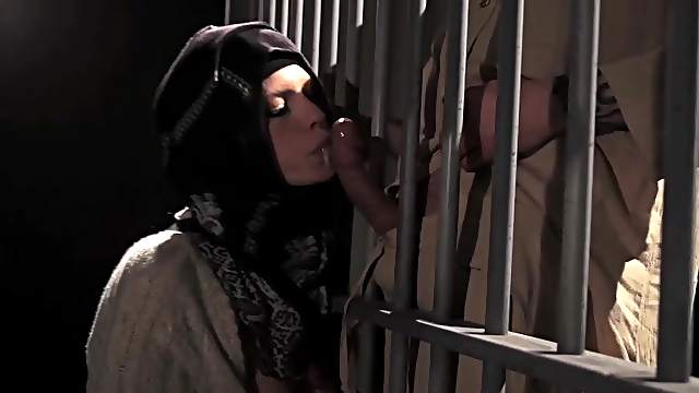 Arab chick sucking cock in prison