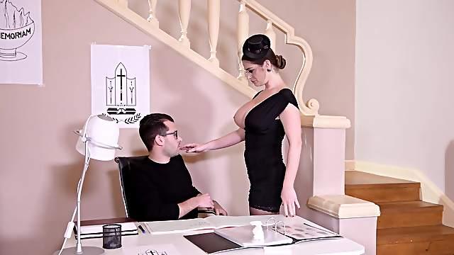 Mega nasty porn play with a horny widow
